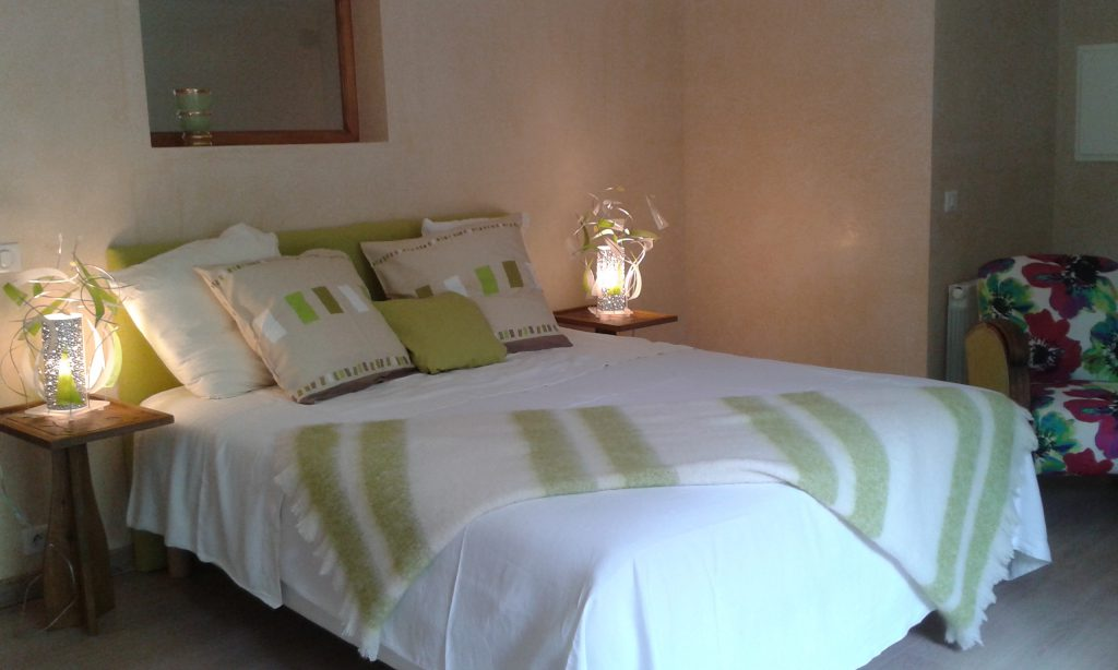 Queen bed   (160x200)
